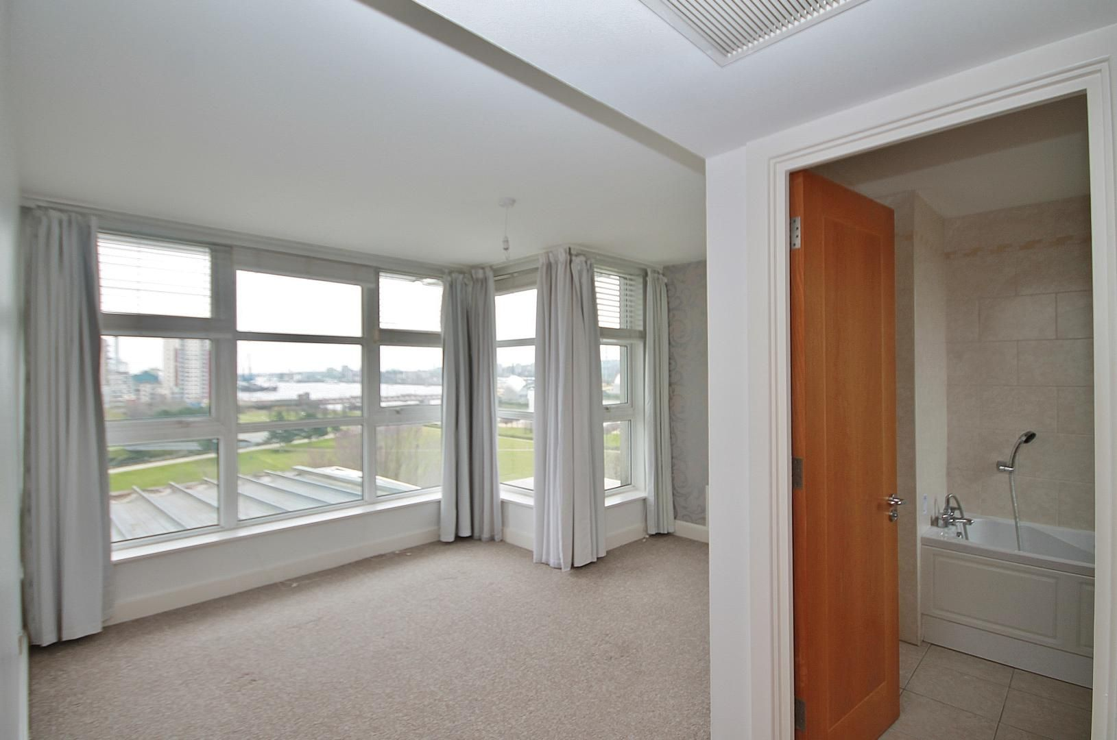 3 bed flat for sale in Barrier Point  - Property Image 4