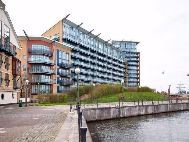 2 bed flat for sale in Hanover Avenue  - Property Image 1