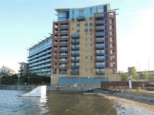 2 bed flat for sale in Hanover Avenue  - Property Image 2