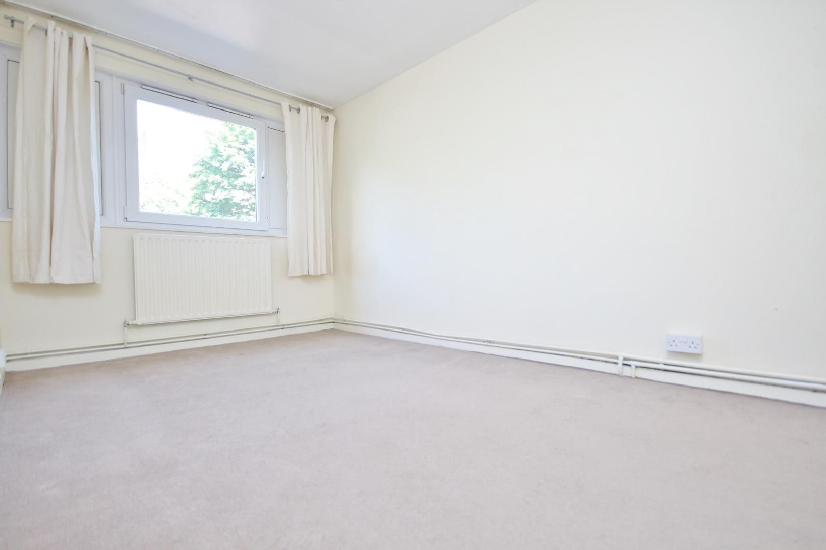 4 bed flat to rent in Perley House  - Property Image 2