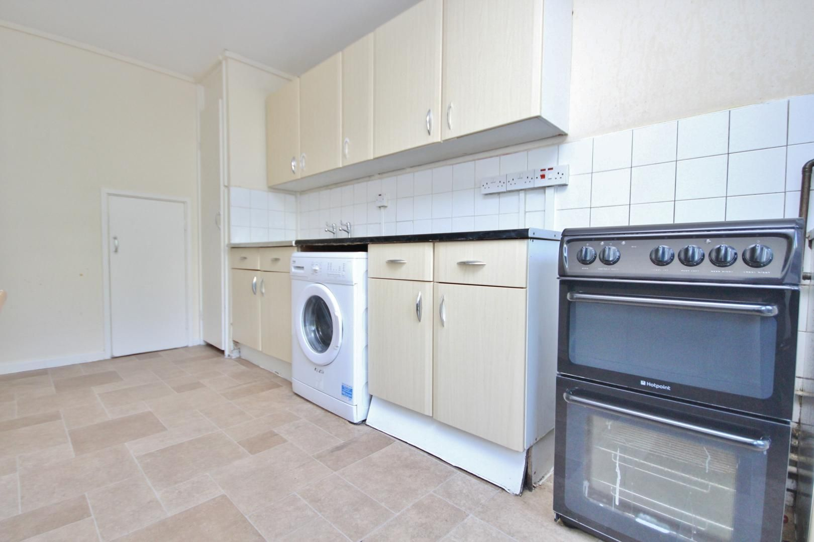 4 bed flat to rent in Perley House  - Property Image 3