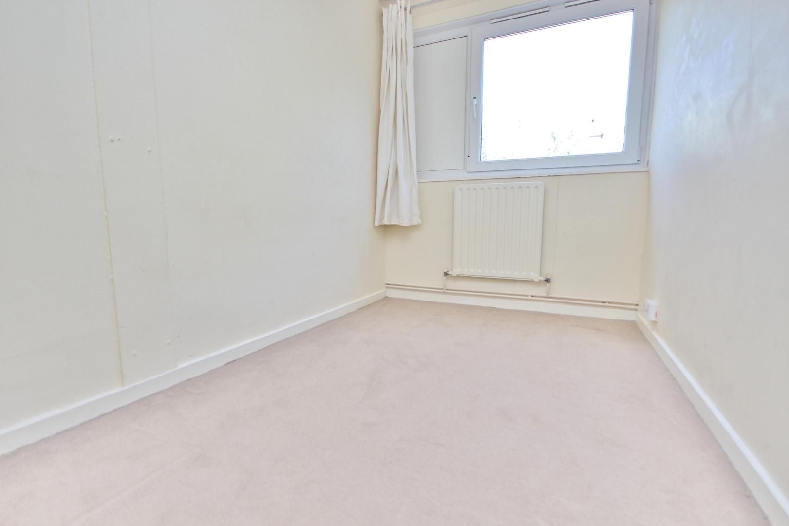 4 bed flat to rent in Perley House  - Property Image 5