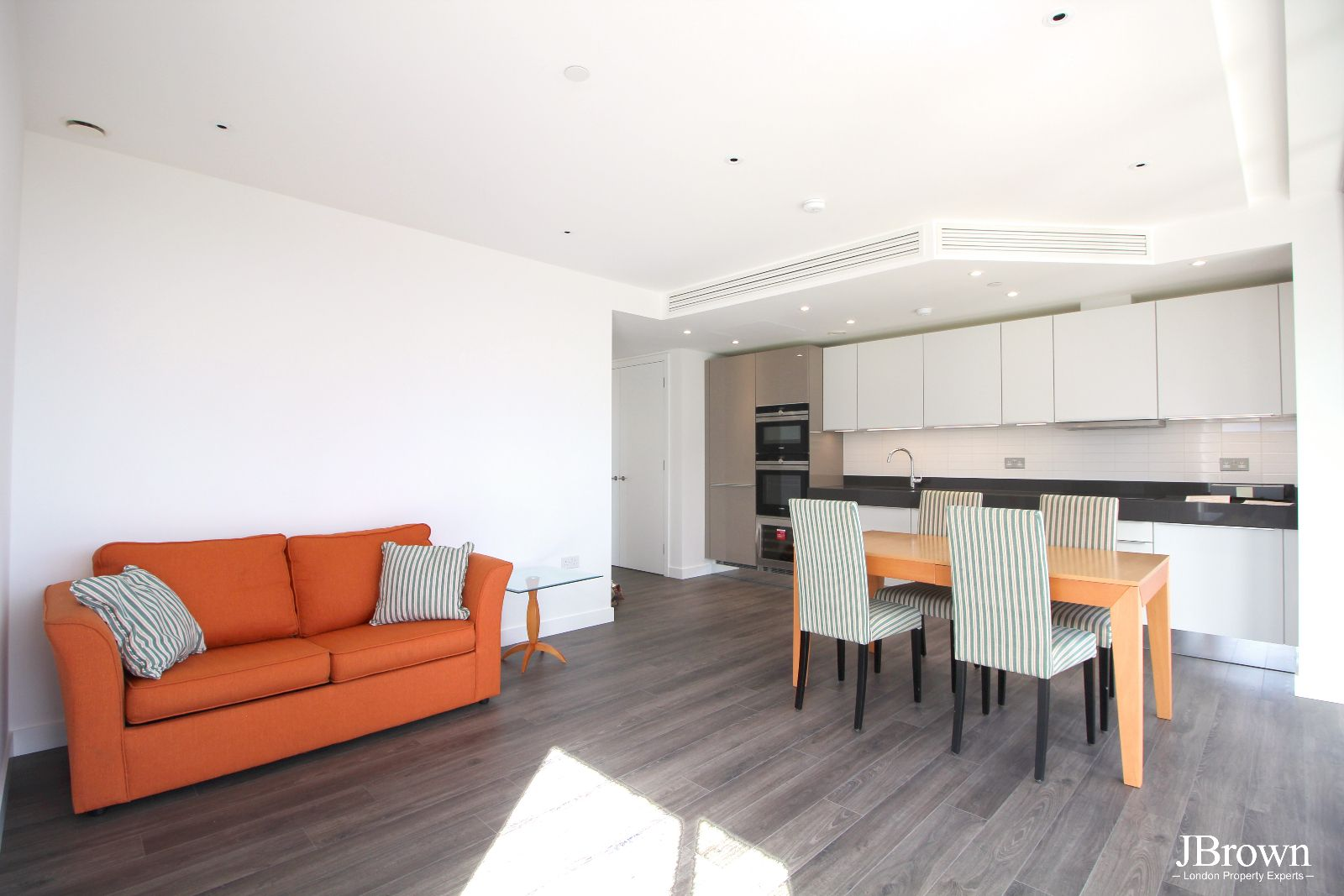2 bed flat to rent in Alie Street  - Property Image 1