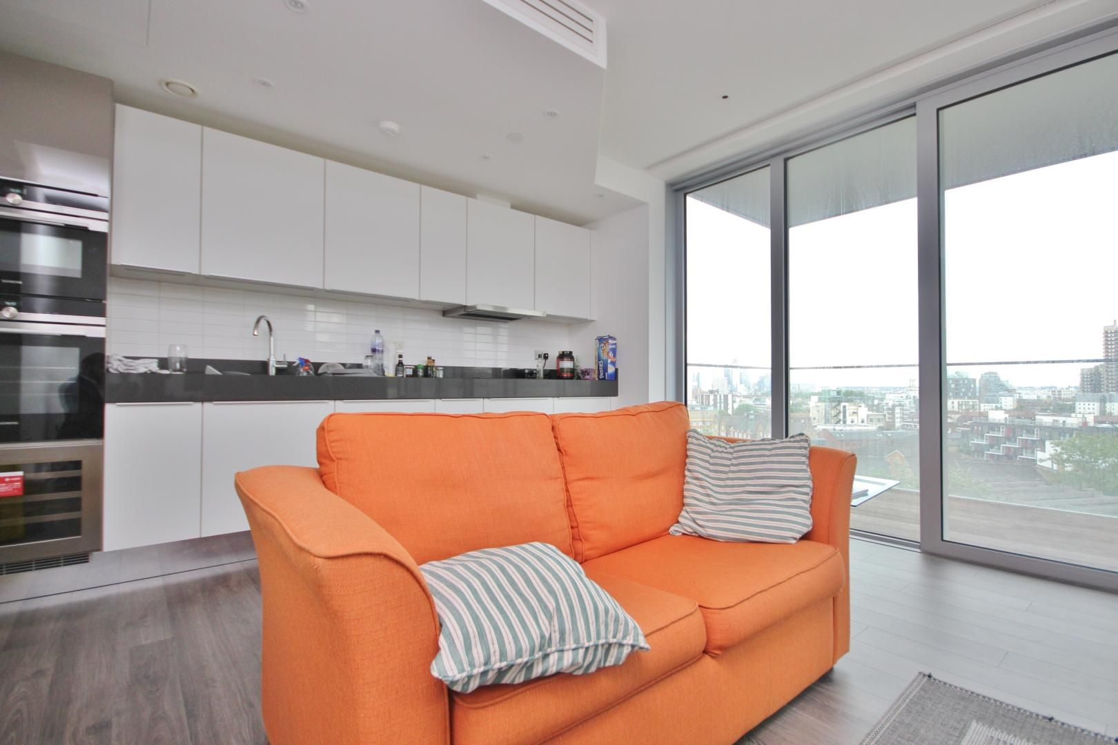 2 bed flat to rent in Alie Street  - Property Image 3
