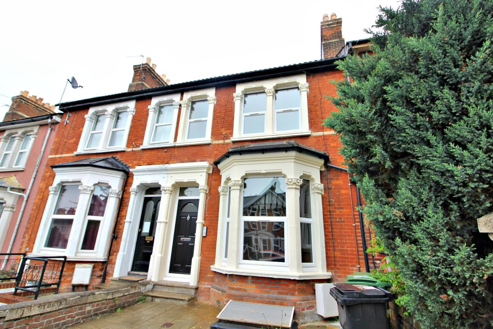 3 bed flat to rent in Hastings Road, ME15
