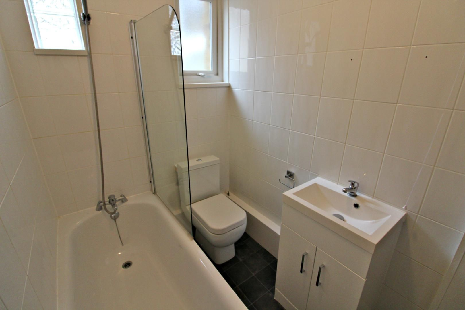 3 bed flat to rent in Hastings Road  - Property Image 6