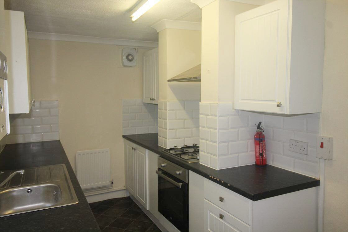 3 bed house to rent in Victoria Road  - Property Image 4