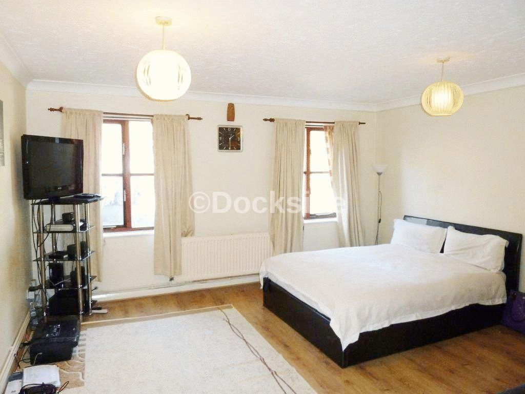 Flat to rent in Frindsbury Road  - Property Image 2