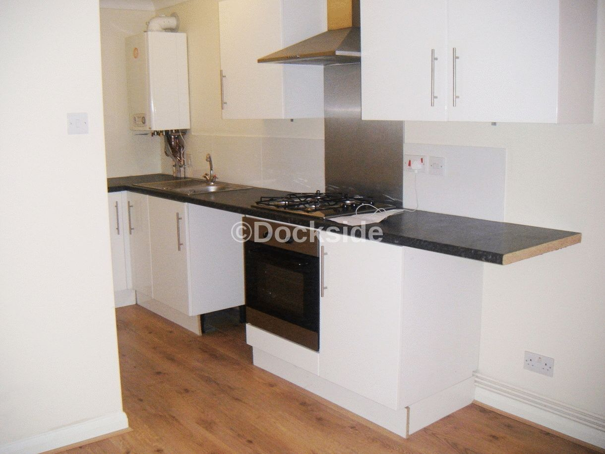 Flat to rent in Frindsbury Road  - Property Image 3