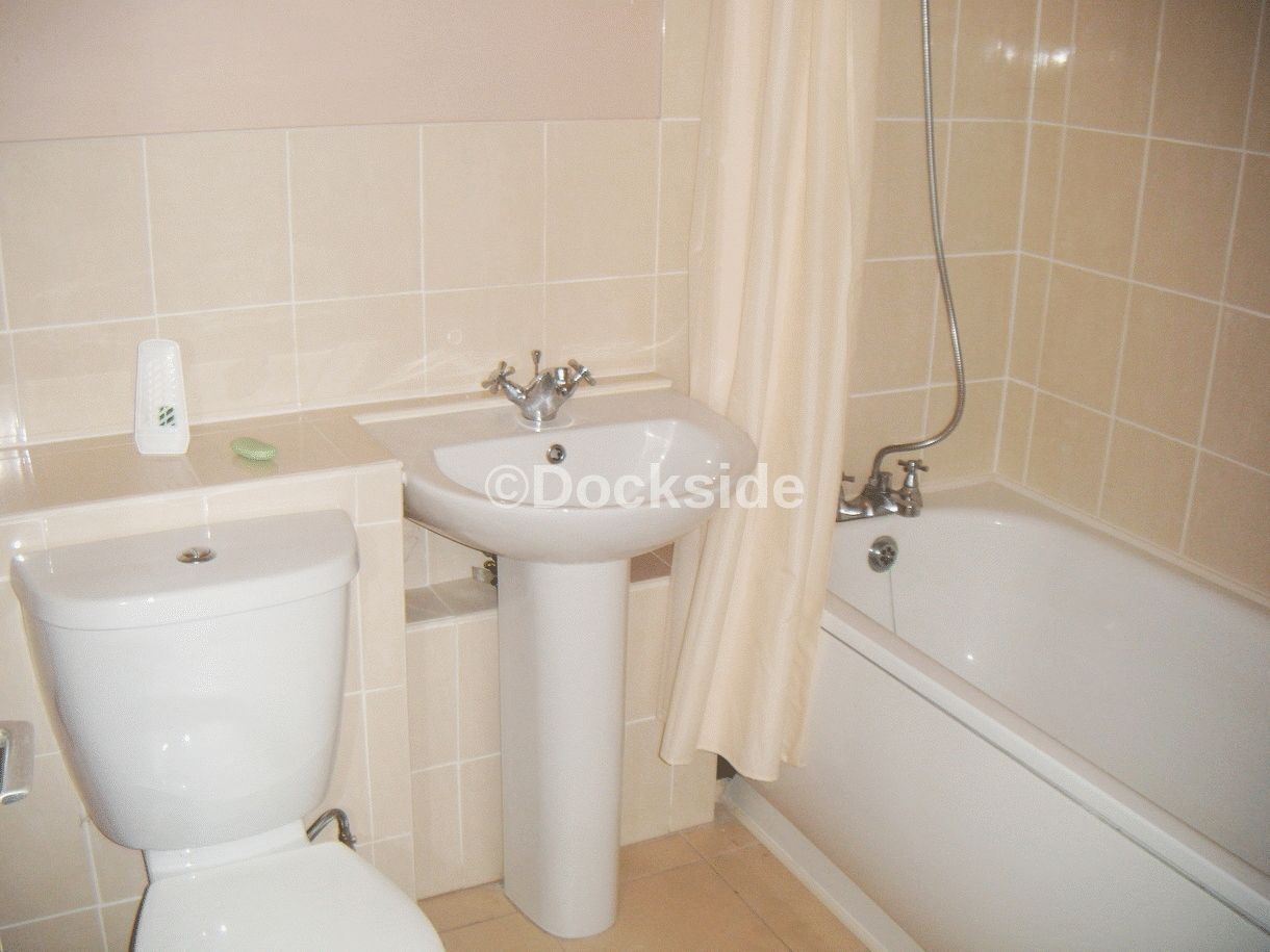 Flat to rent in Frindsbury Road  - Property Image 4