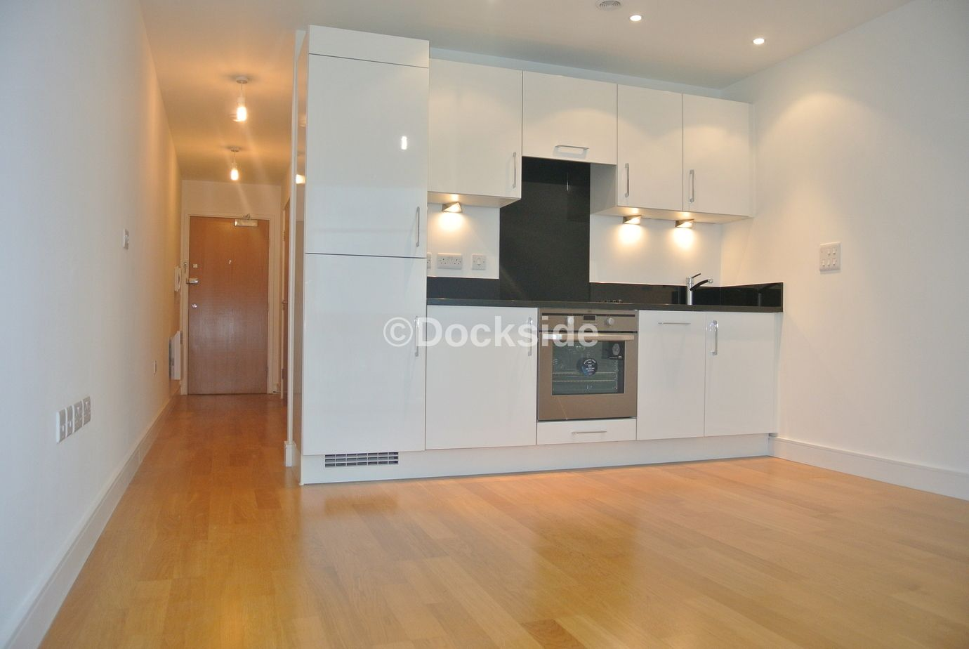 1 bed  to rent in Dock Head Road  - Property Image 1