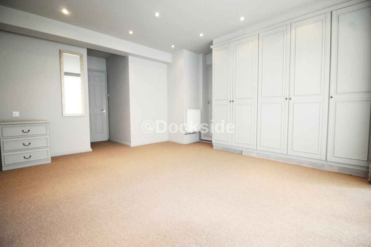 2 bed flat for sale in Esplanade, ME1