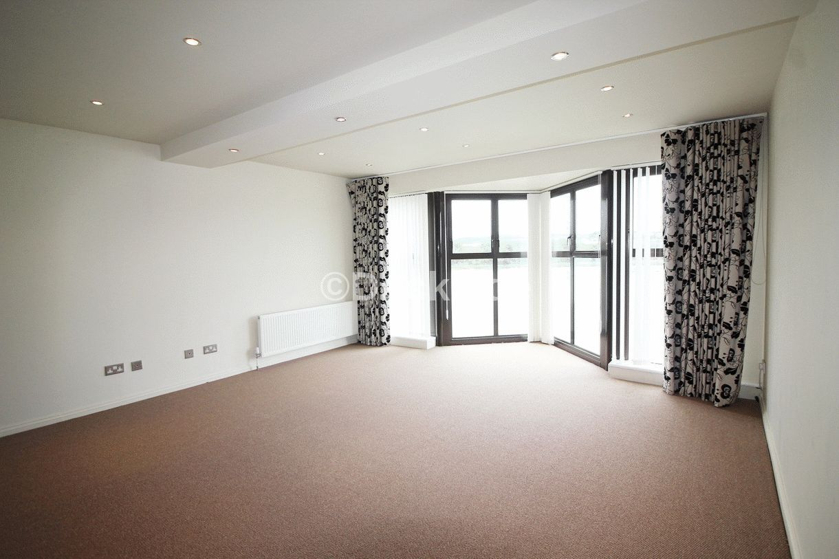 2 bed flat for sale in Esplanade  - Property Image 3