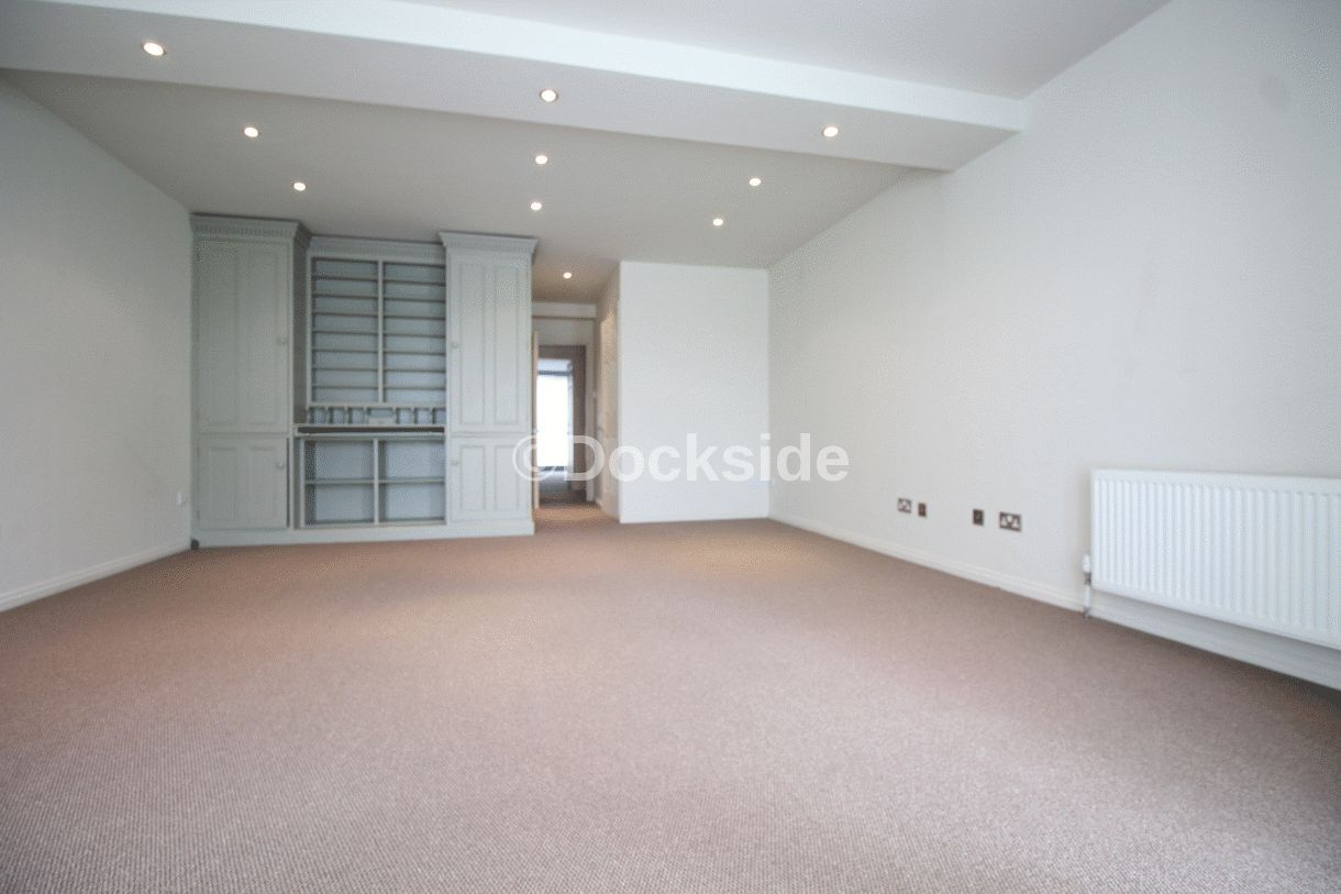 2 bed flat for sale in Esplanade  - Property Image 7