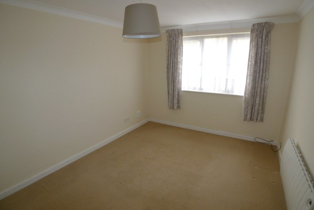 2 bed Flat to rent in Briary Court, Sidcup, DA14  - Property Image 4