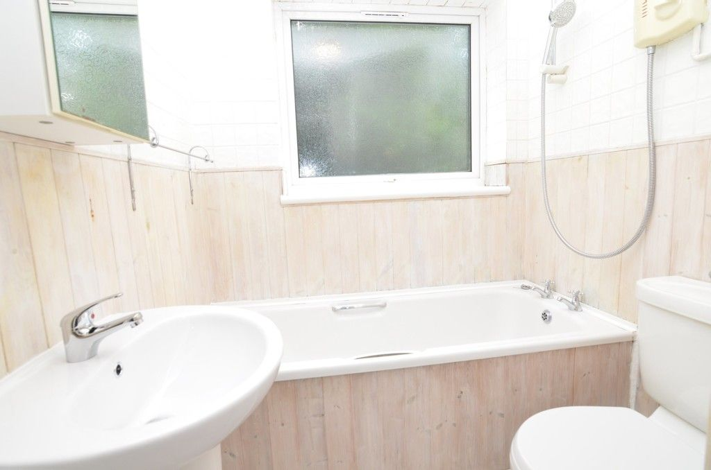 2 bed Flat for sale in Manor Park Road, Chislehurst, BR7  - Property Image 5