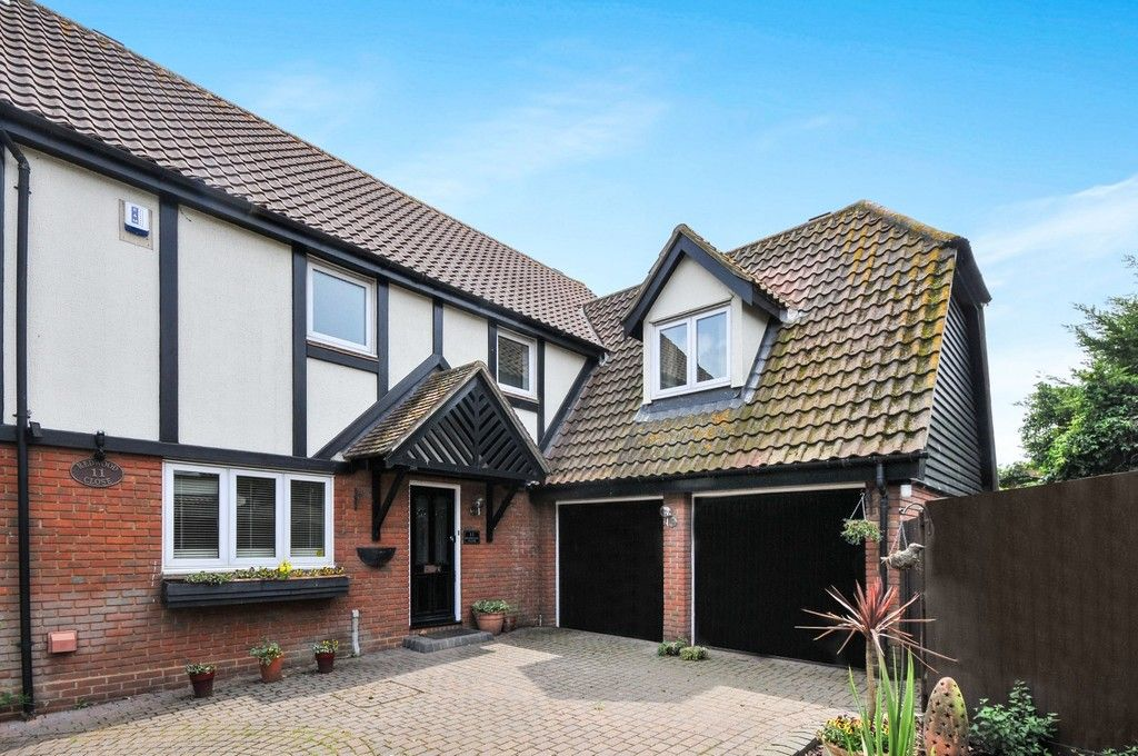 4 bed House for sale in Redwood Close, Sidcup, DA15 - Property Image 1