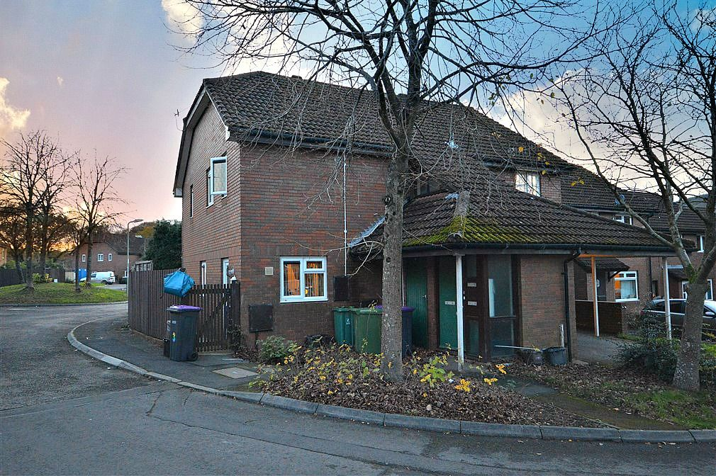 1 bed flat to rent in Perthy Close  - Property Image 1