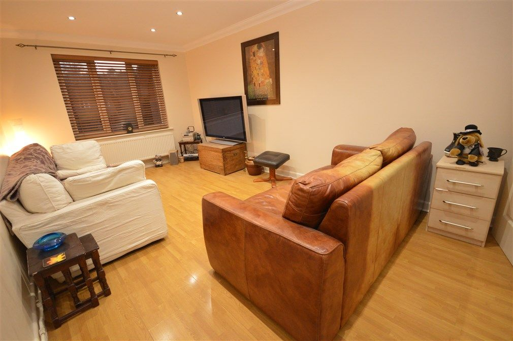 1 bed flat to rent in Perthy Close  - Property Image 2