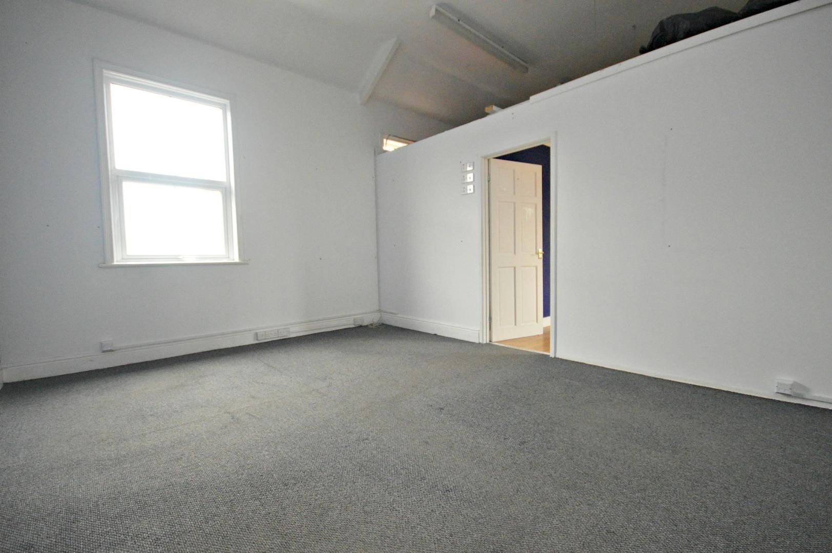 Flat to rent in New Street 3