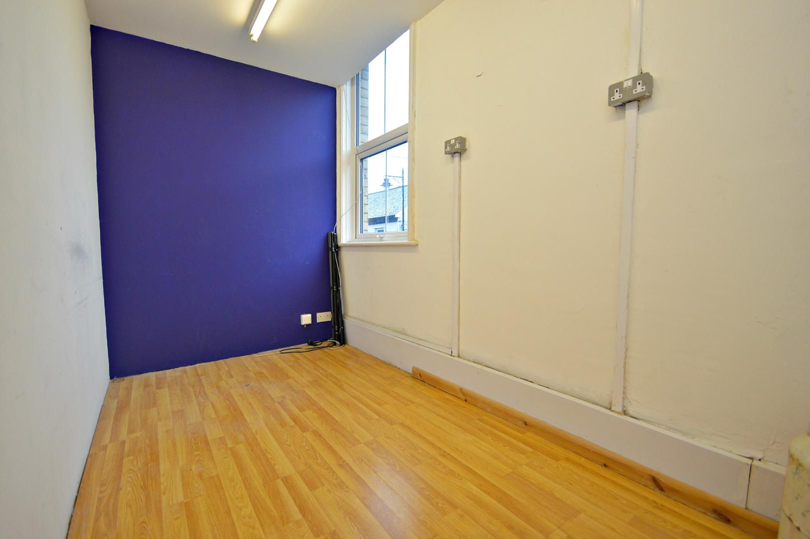 Flat to rent in New Street 5