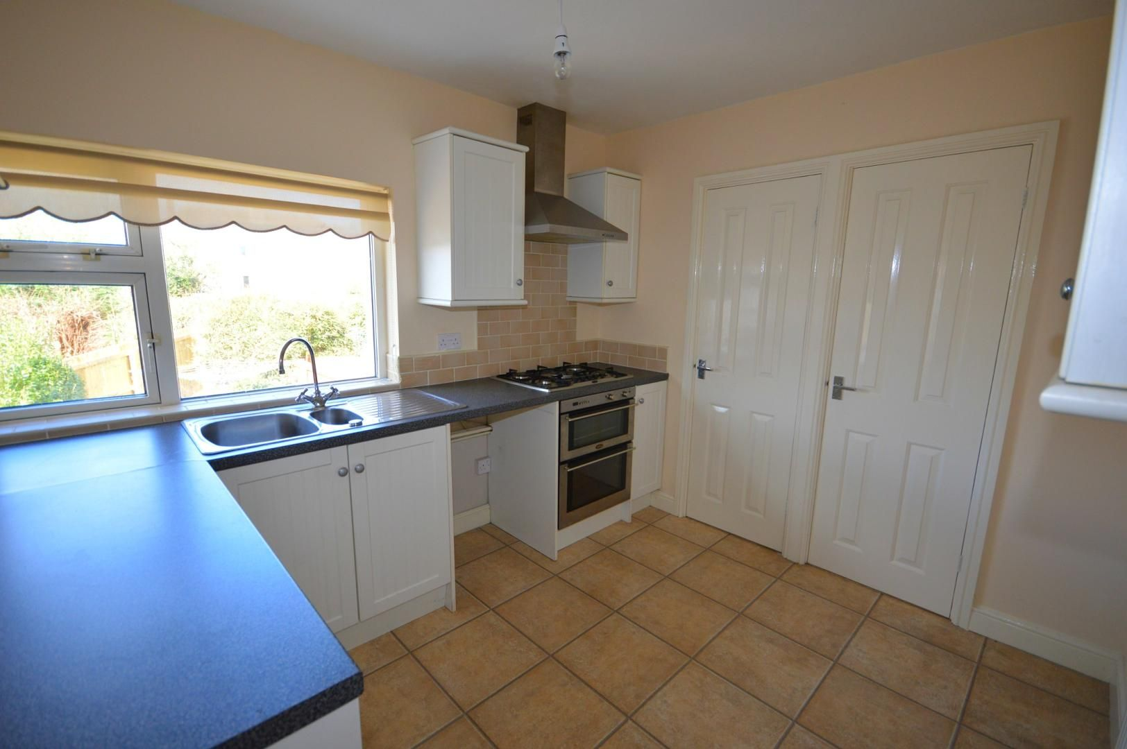 2 bed flat to rent in Glosters Parade  - Property Image 2
