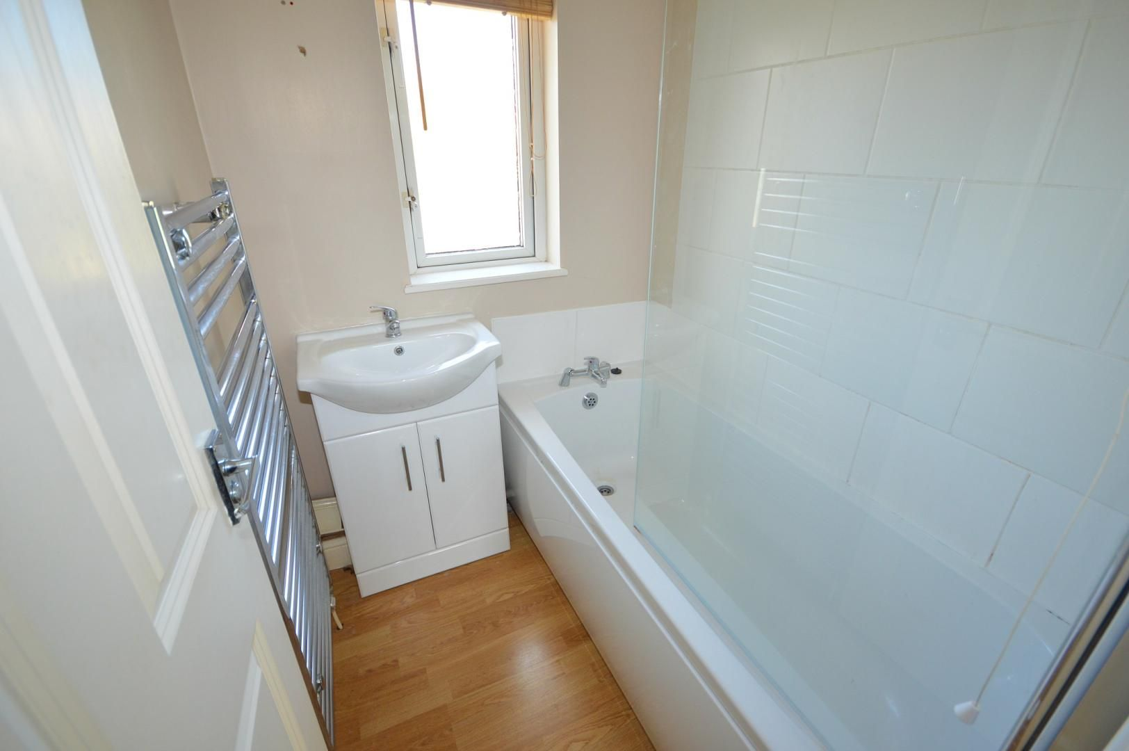 2 bed flat to rent in Glosters Parade  - Property Image 5