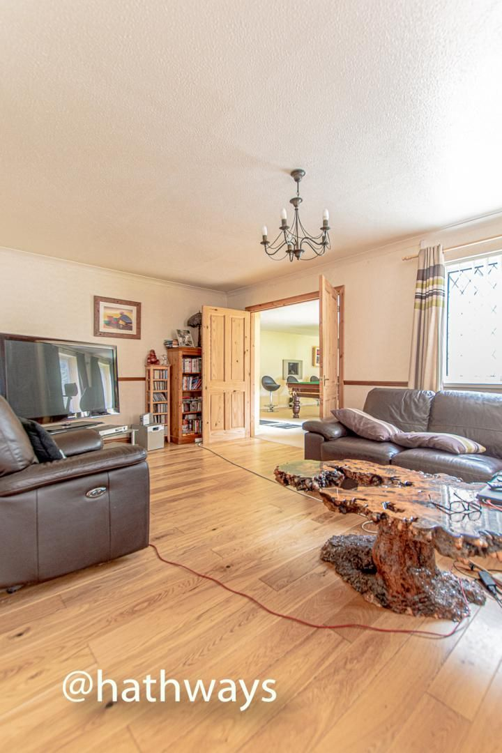 4 bed house for sale in Springfield Close  - Property Image 4
