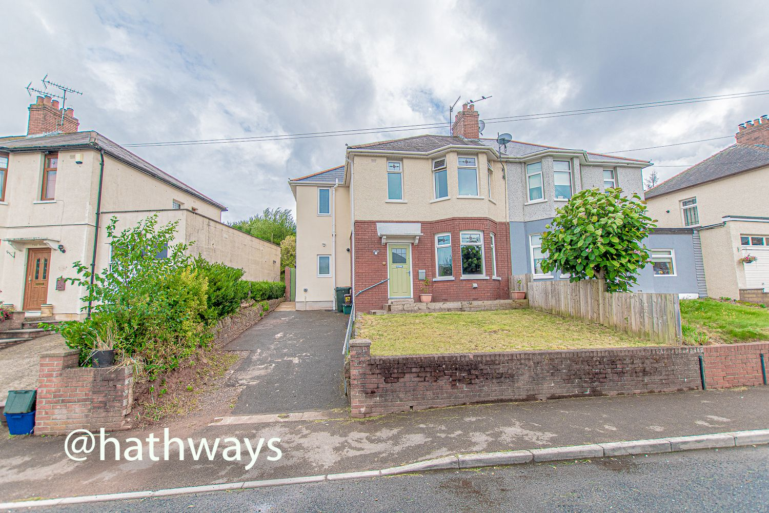 4 bed house for sale in Queens Hill Crescent 1