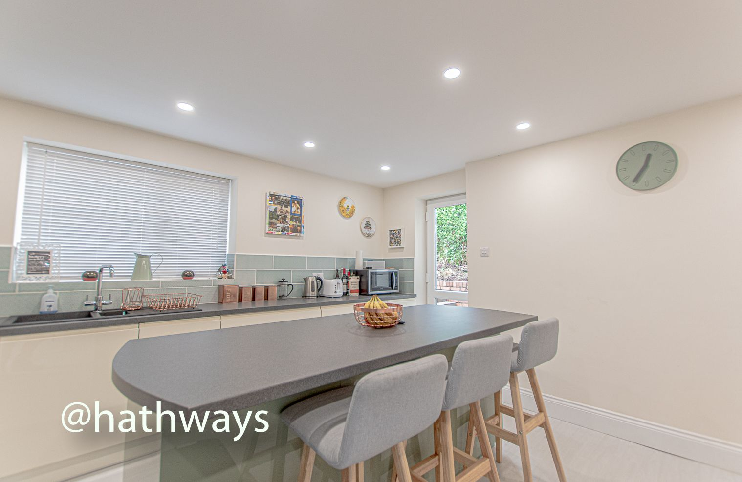4 bed house for sale in Queens Hill Crescent 2