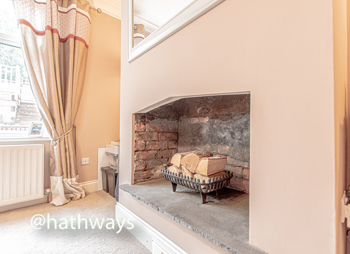4 bed house for sale in Queens Hill Crescent 11