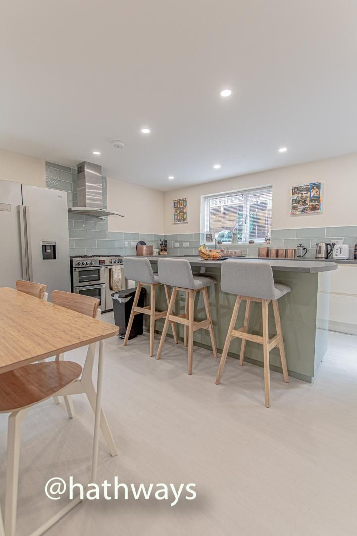 4 bed house for sale in Queens Hill Crescent 12
