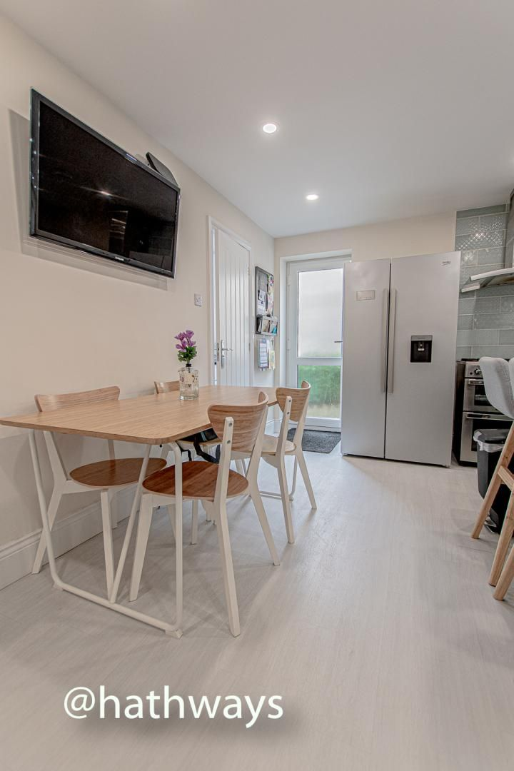 4 bed house for sale in Queens Hill Crescent 14