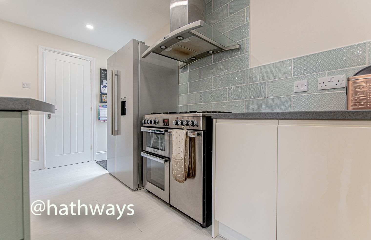 4 bed house for sale in Queens Hill Crescent 15