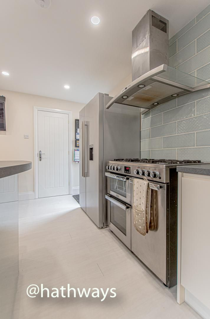 4 bed house for sale in Queens Hill Crescent 17