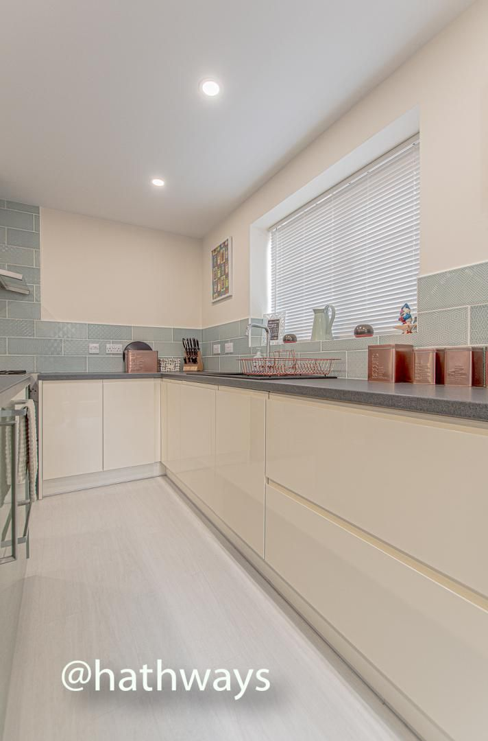 4 bed house for sale in Queens Hill Crescent 18