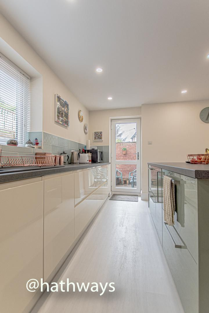 4 bed house for sale in Queens Hill Crescent 19