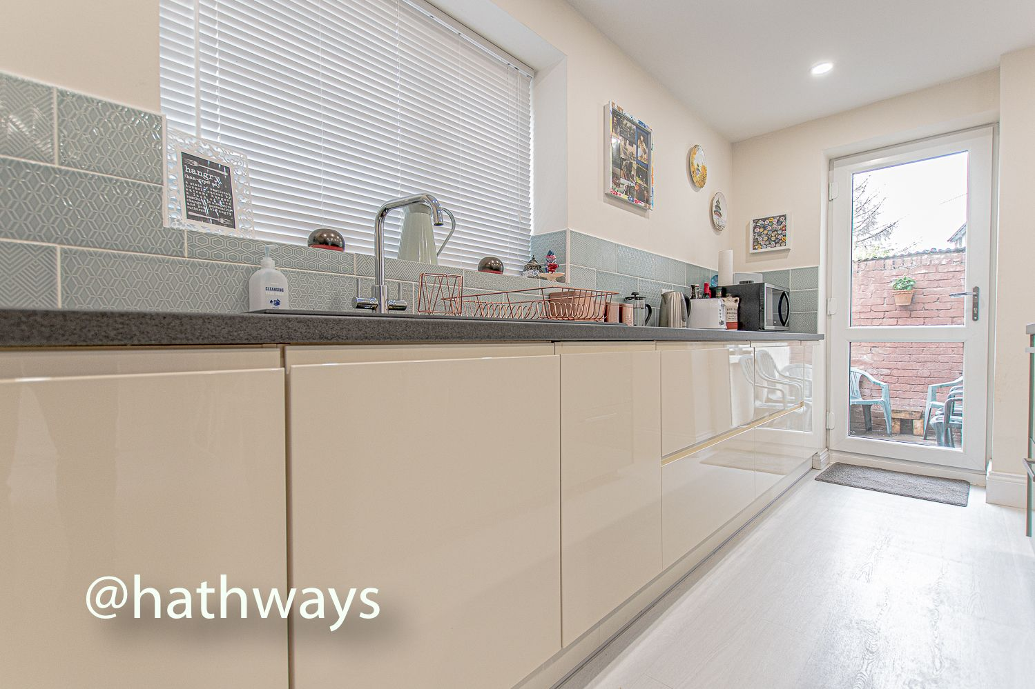 4 bed house for sale in Queens Hill Crescent 20
