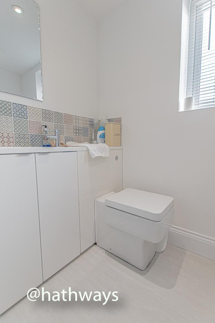 4 bed house for sale in Queens Hill Crescent 23
