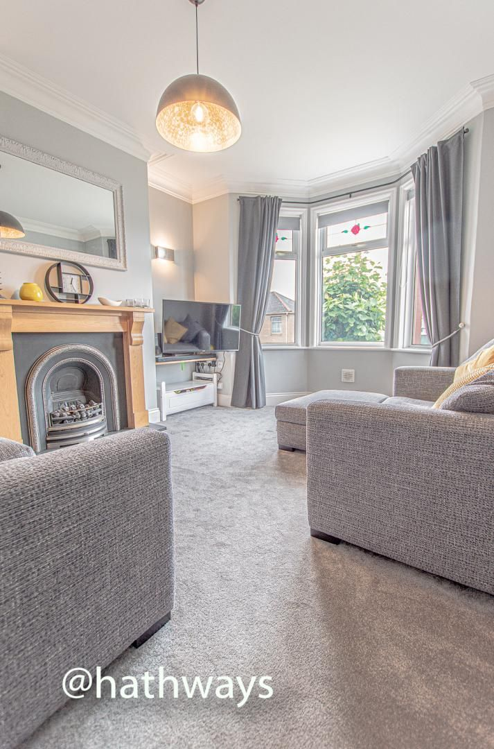 4 bed house for sale in Queens Hill Crescent 4