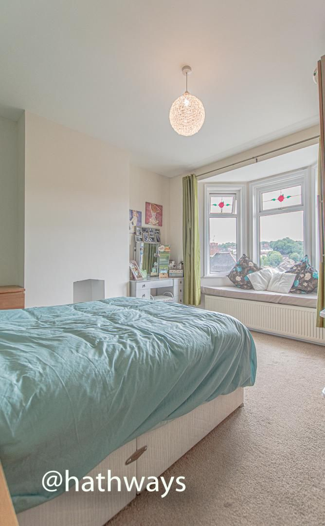 4 bed house for sale in Queens Hill Crescent 33