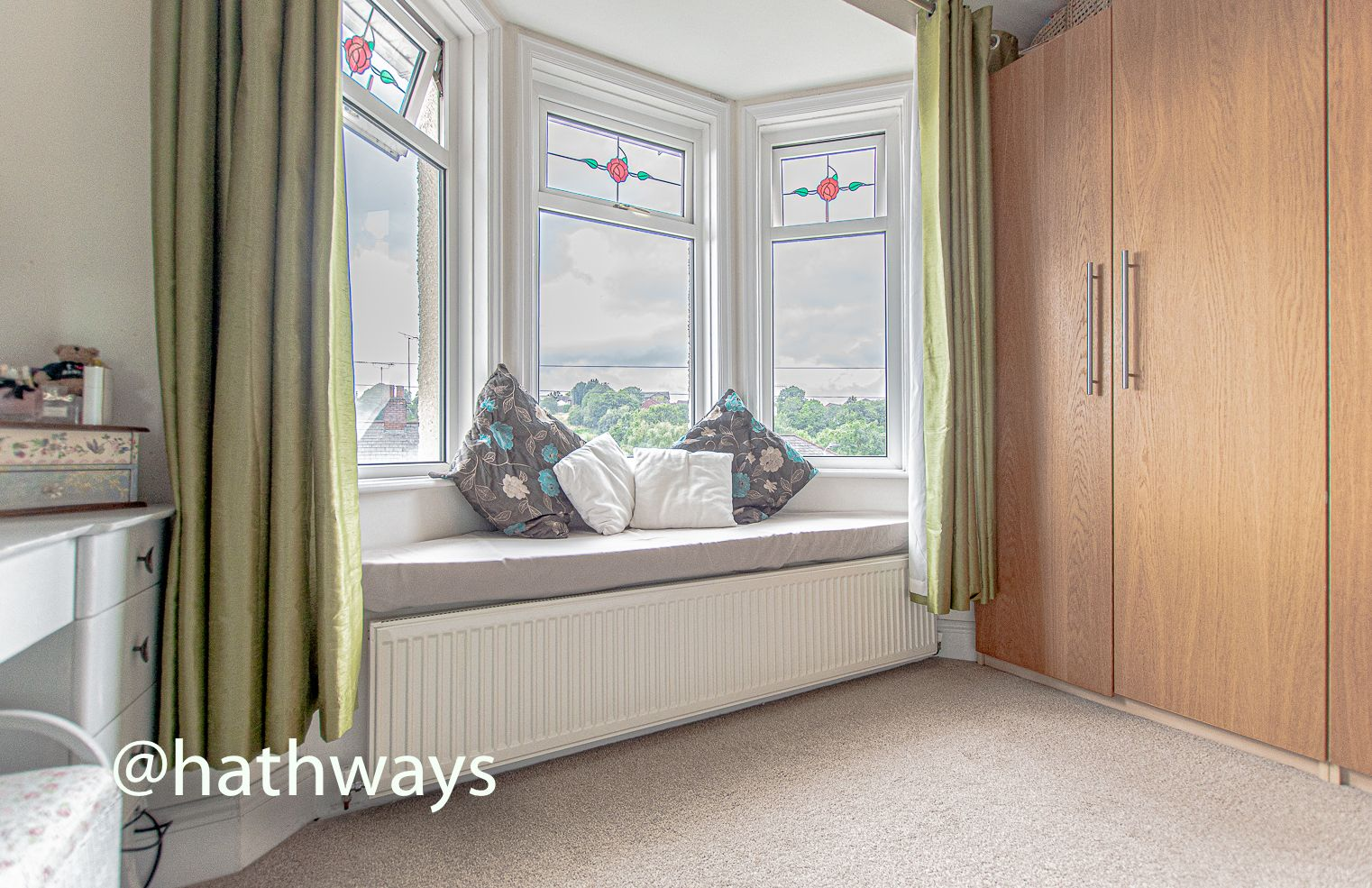 4 bed house for sale in Queens Hill Crescent 34