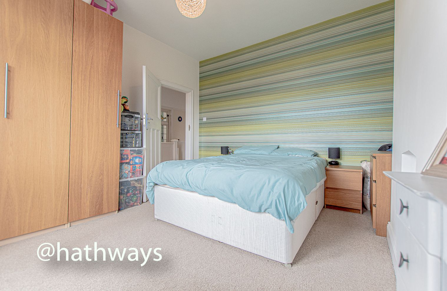 4 bed house for sale in Queens Hill Crescent 35