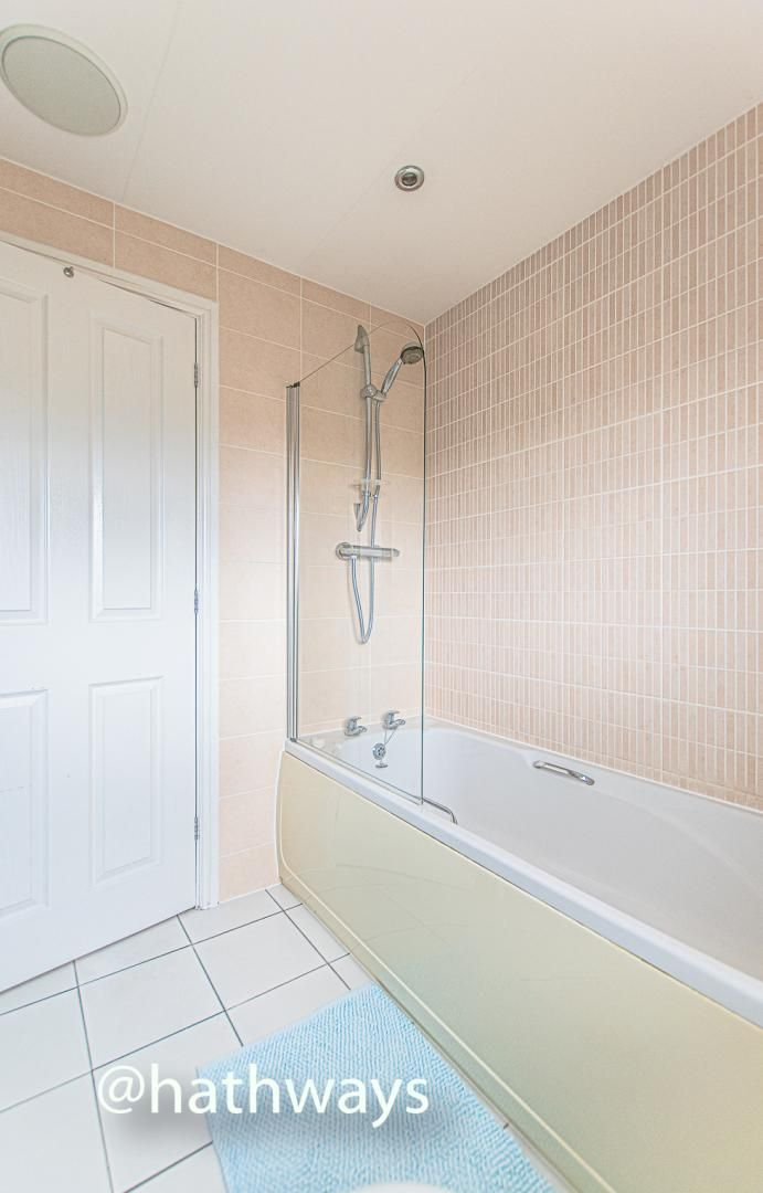 4 bed house for sale in Ladyhill Road 37