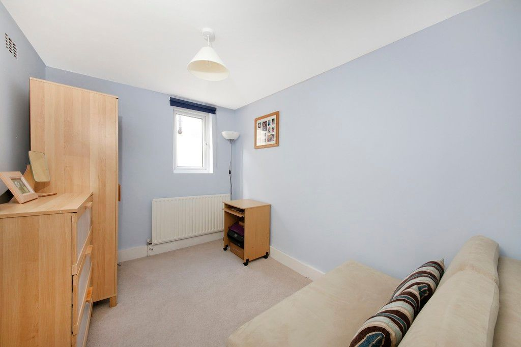 2 bed flat for sale 10