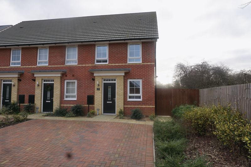 2 bed house to rent in Alder Close, PE2