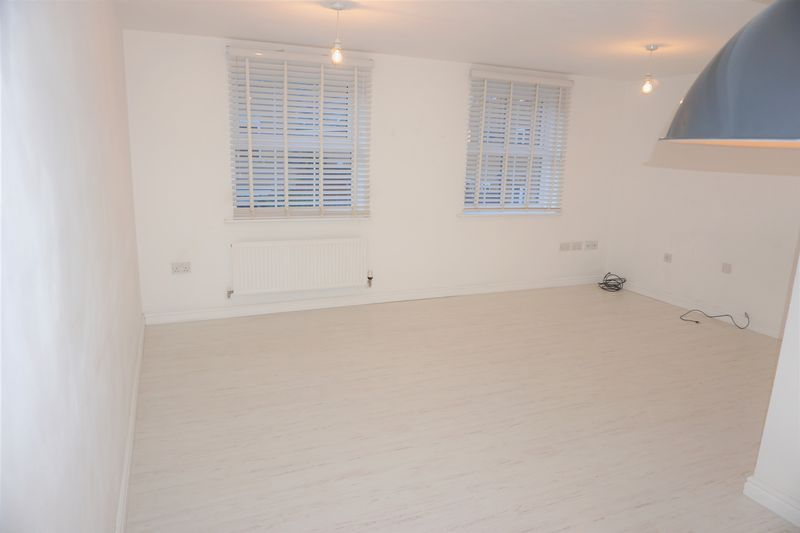 4 bed  to rent in Buckthorn Road  - Property Image 10