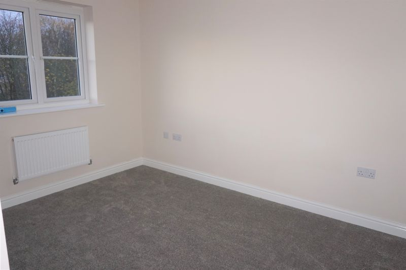 4 bed  to rent in Shipton Grove 11