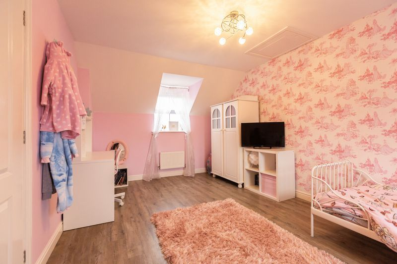 4 bed house for sale in Shackleton Way  - Property Image 15