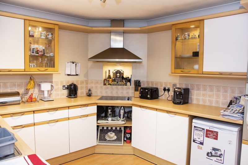 3 bed bungalow for sale in Little Common Lane 2